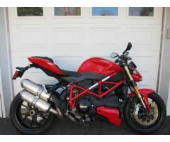 Se vende moto Ducati Superbike M-2014