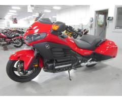 Se vende moto Honda Gold W m-2014