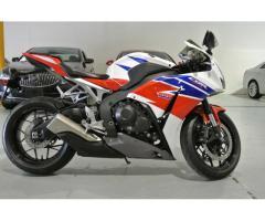 Se vende moto Honda cbr1000rr M-2014